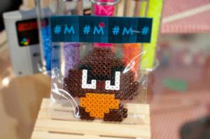 Foto eines verpoacketen Bügelperlen Werkes mit Motiv Goomba Videogame Figur